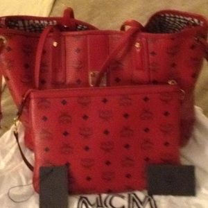 MCM medium reversible shopper!❤️
